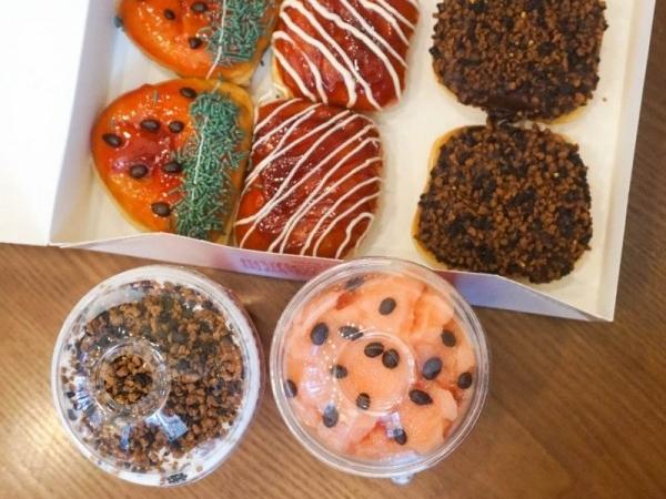 크리스피크림도넛 신메뉴 아이스크림 도넛 / 스무디 '돼지바도넛 / 수박바도넛'