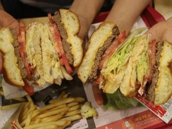 신메뉴 비교! 롯데리아 와규버거 / KFC 닭갈비치밥