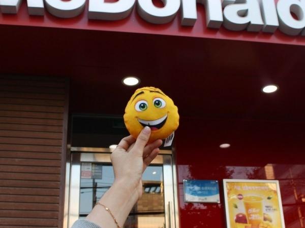 맥도날드 해피밀 신제품 이모티 더무비!
