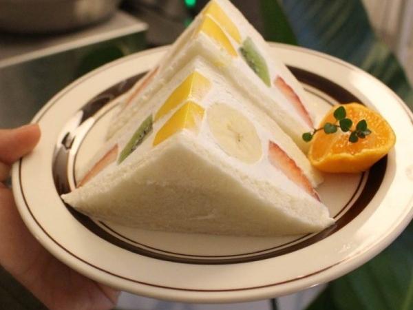 새콤달콤한 일본식 과일샌드위치 후르츠산도 맛집