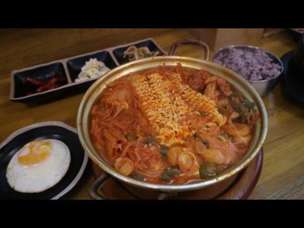 [충남 보령] 매콤한 국물이 감칠맛 돋는 김치찌개